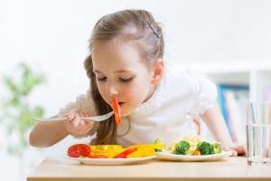 8-formas-de-fazer-seu-filho-comer-saudavel