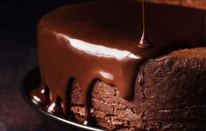 darkest-chocolate-cake-with-red-wine-glaze-940x600